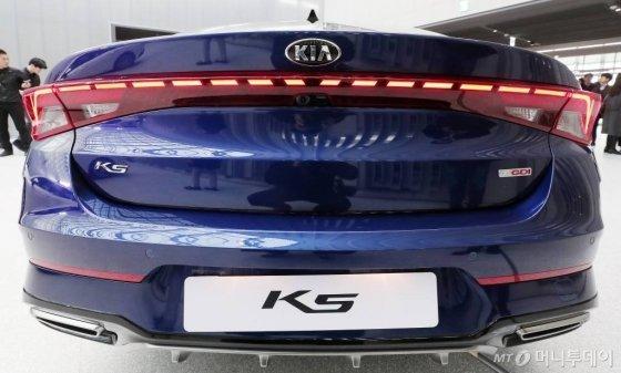 기아차가 21일 오전 경기 용인시 비전스퀘어에서 신차 '3세대 K5'를 공개하고 있다. /사진=김창현 기자