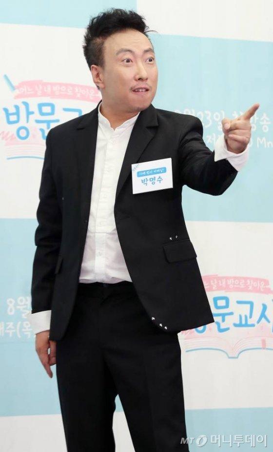 개그맨 박명수가 21일 오후 서울 마포구 상암 스탠포드호텔에서 진행된 Mnet 예능프로그램 '방문교사' 제작발표회에 참석해 포즈를 취하고 있다. / 사진=임성균