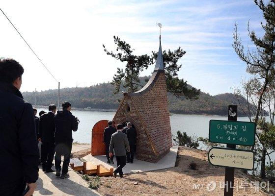 12㎞의 순례길을 따라 섬 곳곳에 조그마한 건축미술 작품으로 만들어진 작은 예배당이 있다/사진=이병석 기자