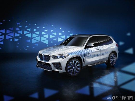 지난 9월 독일 '프랑크푸르트 모터쇼'에서 공개된 수소전기차 콘셉트카인 'i 하이드로젠 넥스트'. /사진제공=BMW