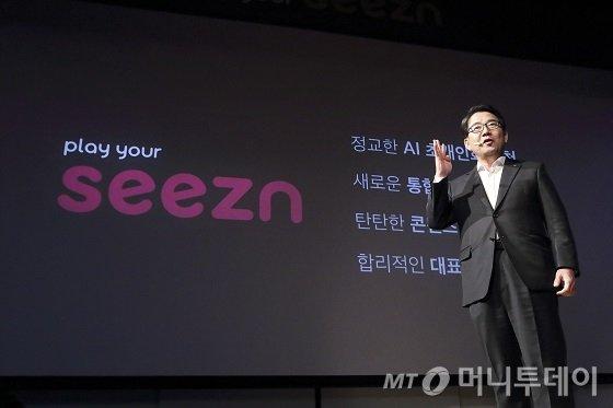 KT는 28일 서울 종로구 KT스퀘어에서 기자간담회를 열고, 새로운 모바일 미디어 서비스 'Seezn(시즌)'을 발표했다.기자간담회에서 KT 뉴미디어사업단 김훈배 단장이 'Seezn(시즌)'의 강점에 대해 발표하고 있다./사진제공=KT