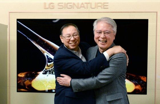 조성진 LG전자 부회장(왼쪽)과 권봉석 사장. /사진제공=LG전자