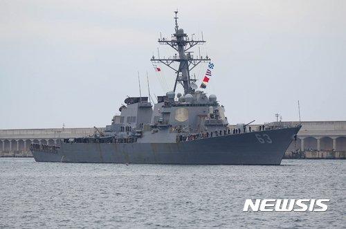 지난 2017년 제주 서귀포시 강정동 제주해군기지에 한·미 연합 해상훈련을 마친 미국 해군의 이지스구축함 스테뎀함(USS Stethem DDG-63·8400t·승선원 340명)이 입항하고 있는 모습 / 사진 = 뉴시스