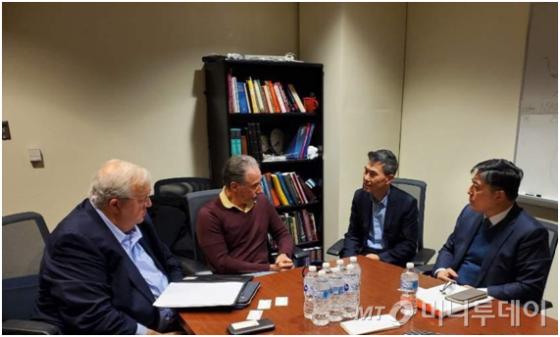 필룩스 경영진과 스캇 박사 연구팀이 지난달 21일 미국 필라델피아에 위치한 토마스제퍼슨대학교에서 미팅을 가졌다.
