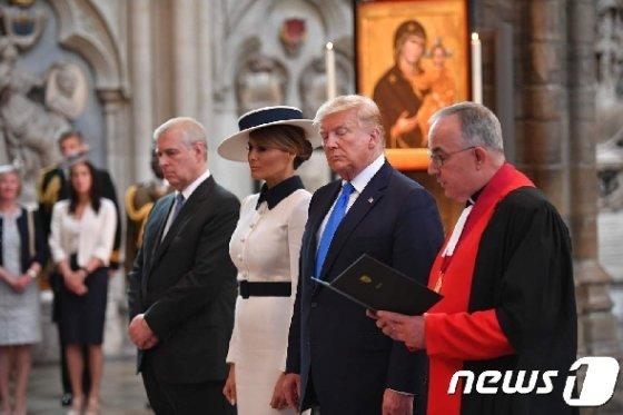 도널드 트럼프 미국 대통령과 영국 앤드류 왕자(왼쪽 끝) © AFP=뉴스1