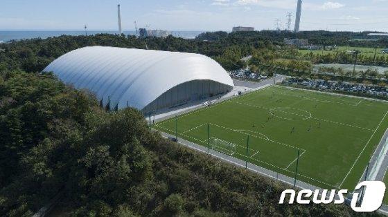 후쿠시마 나라하에 위치한 J 빌리지 내 경기장 (그린피스 제공) © 뉴스1
