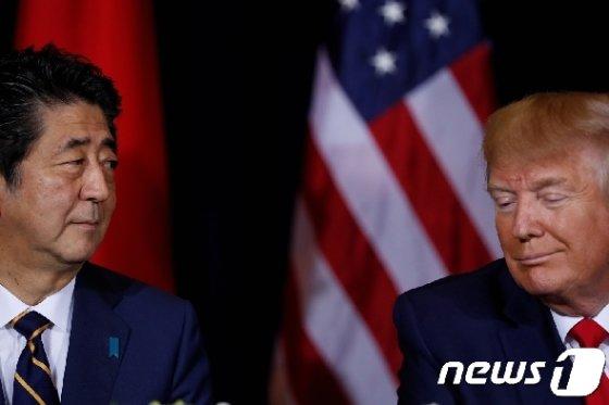 아베 신조 일본 총리(왼쪽)과 도널드 트럼프 미국 대통령 <자료사진> © 로이터=뉴스1