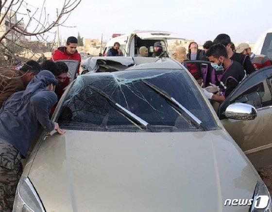 알마스리가 타고 있던 기아 리오승용차의 모습. 조수석 지붕만 구멍이 난 채 차체는 멀쩡하다. © 뉴스1