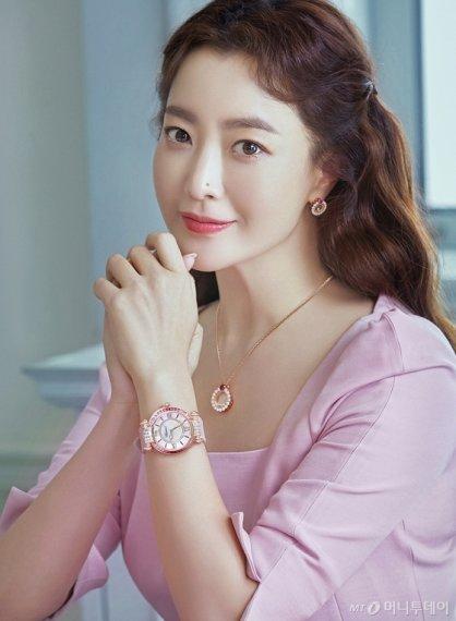 김희선, 화려한 주얼리 시계 패션…우아함 '물씬'