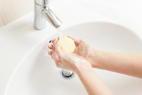 화장실을 다녀온 후에는 비누로 깨끗이 손을 씻는 것이 좋다./사진=이미지투데이