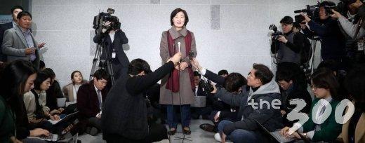 차기 법무부 장관 후보자로 지명된 추미애 더불어민주당 의원이 5일 오후 서울 여의도 국회 의원회관에서 소감을 발표하고 있다./사진=홍봉진 기자