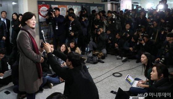차기 법무부 장관 후보자로 지명된 추미애 더불어민주당 의원이 5일 오후 서울 여의도 국회 의원회관에서 소감을 발표하고 있다. / 사진=홍봉진 기자 honggga@