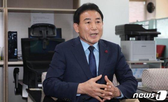 박용갑 대전중구청장이 6일 대전시청 기자실에서 기자회견을 열고 내년 국회의원 총선거에 불출마 입장을 밝히고 있다. /사진=뉴스1