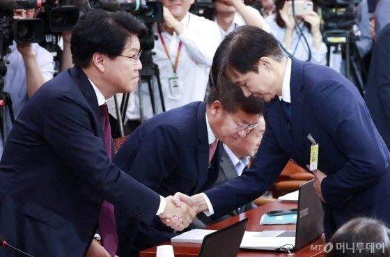 법무부장관 후보자 시절 조국 전 장관과 장제원 자유한국당 의원 / 사진=홍봉진 기자 honggga@