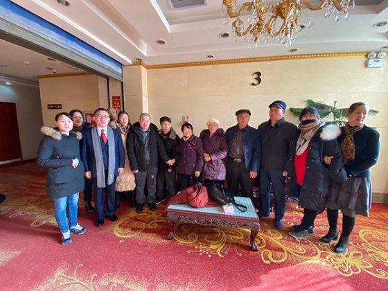 리지엔공 씨와 그의 가족들 /사진= 중국 팽배뉴스