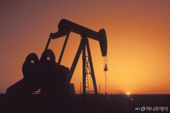 OPEC+, 하루 50만배럴 추가 감산…내년 3월까지