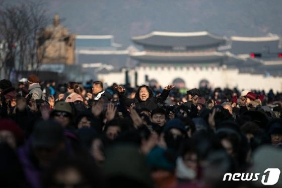[사진] 전광훈 목사 예배 참석자들 '기도'