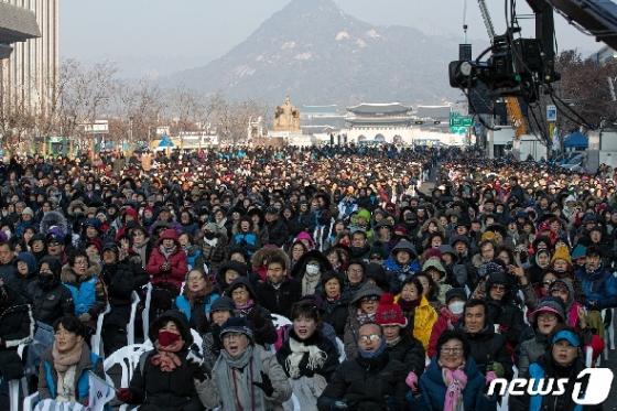 [사진] 광화문광장 옆에서 열린 전국교회 주일연합예배