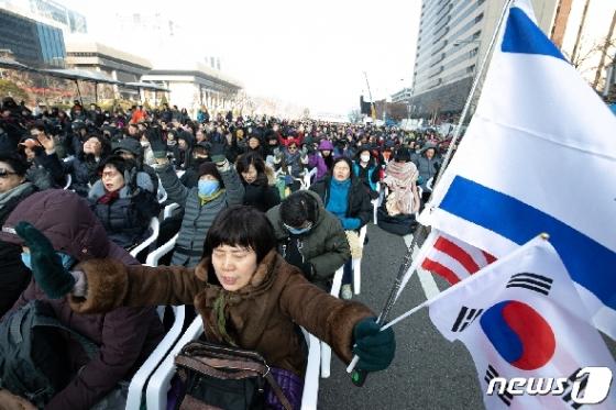 [사진] 범국민투쟁본부 '기도하는 참석자들'