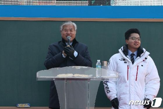 [사진] 전국교회 주일연합예배 설교하는 전광훈 목사