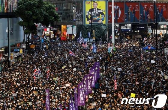 홍콩 시민 80만 운집, 시위 2020년까지 계속된다