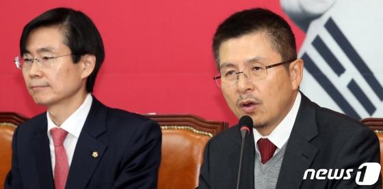 황교안, 정부 대북정책 전환 촉구...