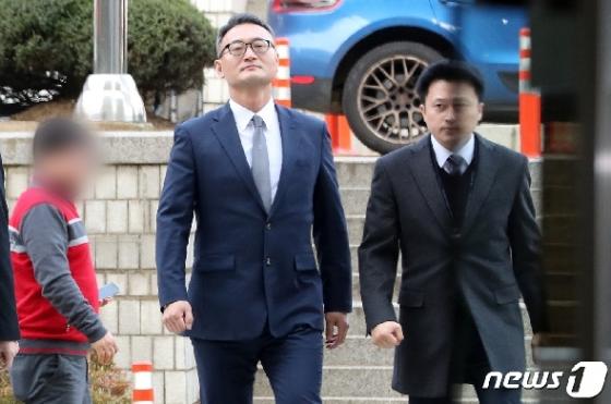 '군납 뇌물' 이동호 전 軍법원장 구속기소…뇌물·김영란법위반 등