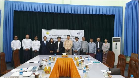김학현 유씨아이크레아토 대표(왼쪽 6번째)와 Ko Laywin 미얀마 교육부 국장 (오른쪽 6번째)