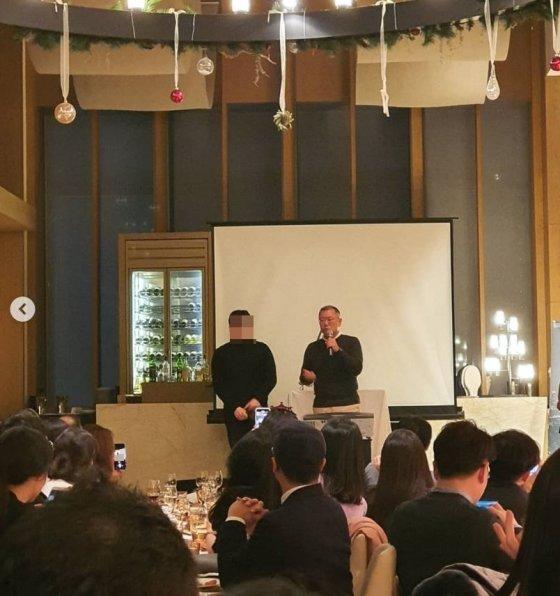 HPO 주말 공연에 깜짝 등장한 정의선 수석부회장(오른쪽)/사진제공=인스타그램 ing_tao 캡처