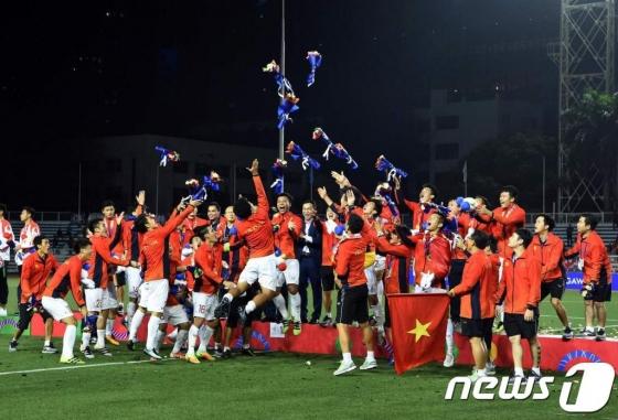 [MT리포트]'쌀딩크' 넘어 '베트남 영웅'으로…박항서 축구史
