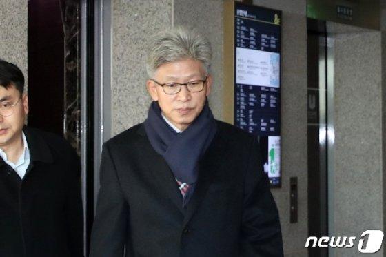 송병기 울산 경제부시장이 9일 오전 시청 집무실로 출근하고 있다. 2019.12.9/뉴스1 © News1 윤일지 기자