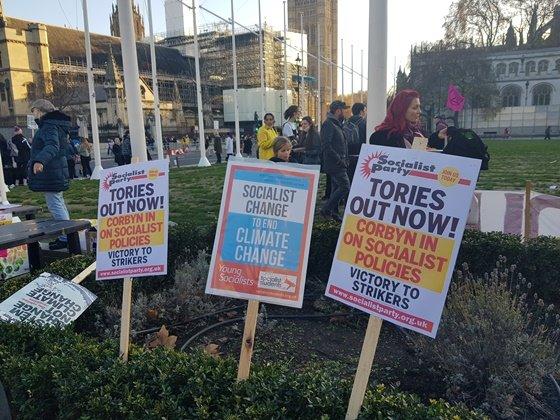 지난달 29일, 런던 웨스트민스터 인근에서 열린 '미래를 위한 금요일(Fridays for future)' 시위 현장' / 사진=김성은
