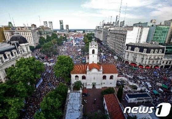 [사진] 부에노스아이레스 도심 메운 아르헨 새 대통령 취임 축하인파