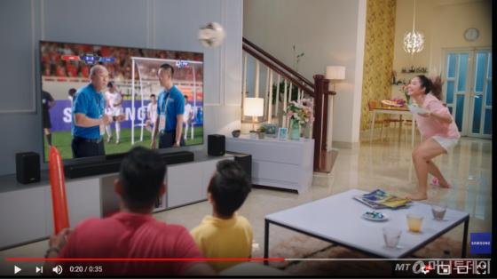 베트남 축구대표팀 경기가 있는 날 TV에서 방영되는 삼성 QLED TV CF /사진=유튜브 캡처