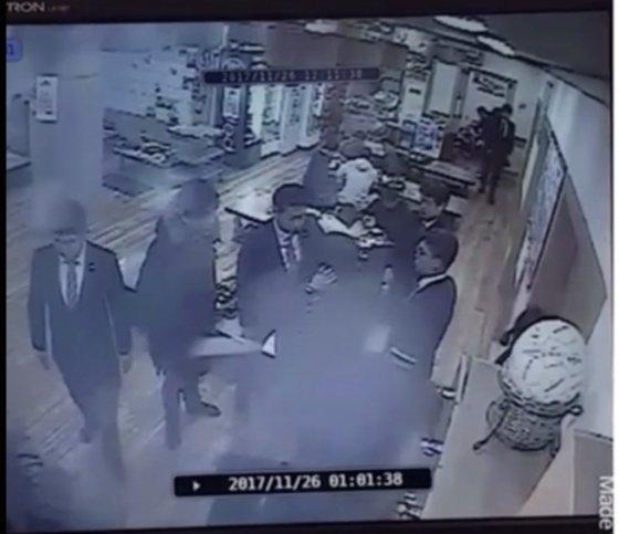 피의자 A씨의 아내가 올린 CCTV 화면./ 사진=온라인 커뮤니티 갈무리