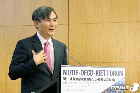 [사진] 산업부-OECD 공동포럼 참석해 기조연설하는 김승호 실장