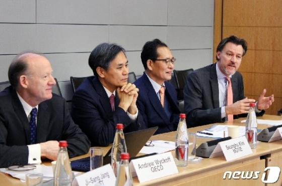 [사진] 김승호 실장, 산업부-OECD 공동포럼 참석