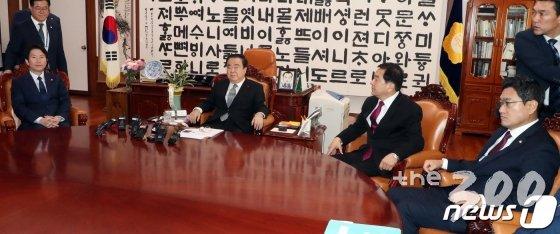 본회의 불발되자 '네탓'…민주당·한국당