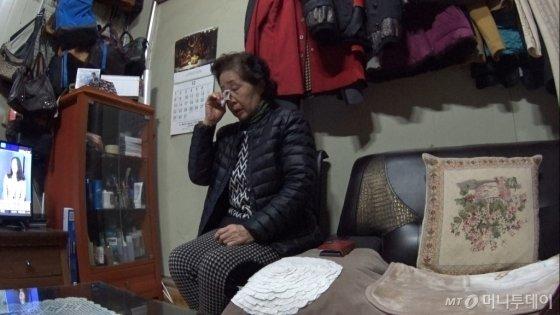 김용래씨 어머니 고영자씨. 교통사고로 숨진 민식이 얘기를 하며 눈물지었다./사진=남형도 기자