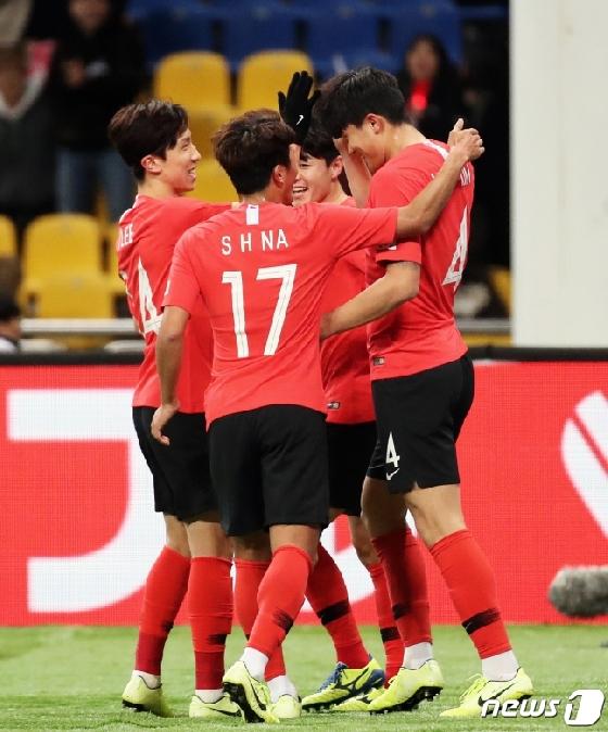 [★현장리뷰] '김민재 결승골' 한국, 중국 1-0 제압 '공한증은 계속된다'