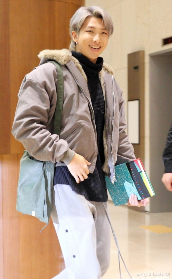 [사진]RM '밝은 미소'