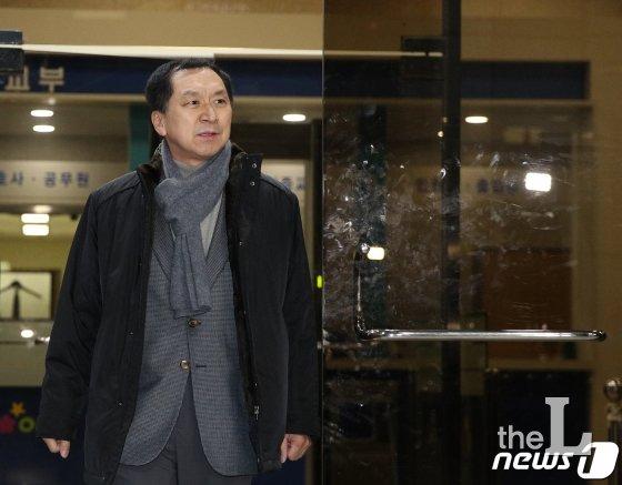 '청와대 하명수사'로 낙선 주장 김기현, 7시간 검찰 조사…