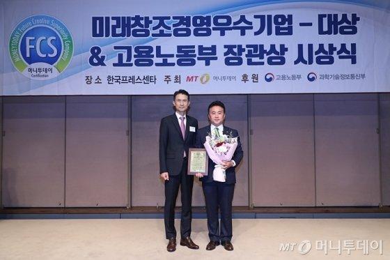 '2019 제7회 미래창조경영우수기업대상 시상식'에서 엔에스브이 우창호 상무가 수상했다/사진=머니투데이