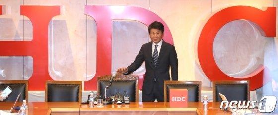 정몽규 HDC현대산업개발 회장이 지난달 12일 오후 서울 용산구 본사에서 아시아나항공 인수 우선협상대상자 선정 관련 기자회견을 하고 있다. /사진제공=뉴스1