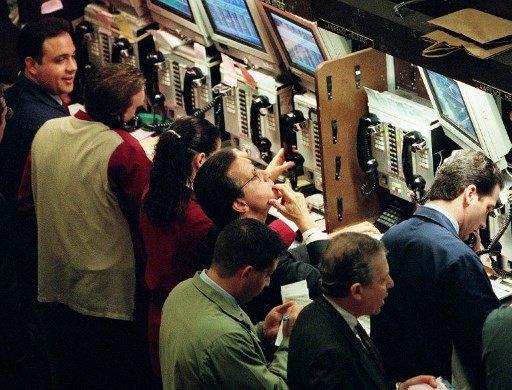 1998년 NYSE의 트레이더들의 모습/사진=AFP