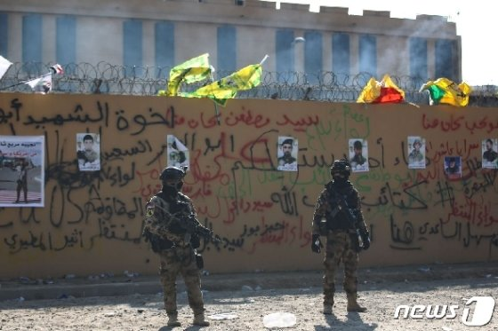 바그다드 주재 미국 대사관에 배치된 미 해병대 병력. © AFP=뉴스1