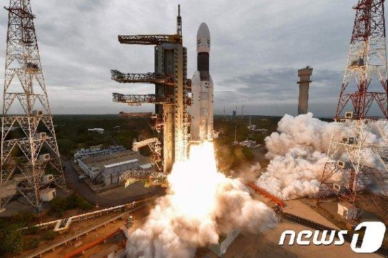 2019년 7월22일 발사된 인도 탈 탐사선 '찬드라얀 2호'. © AFP=뉴스1