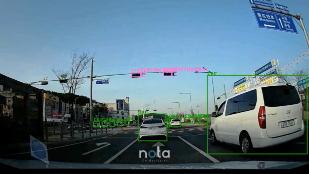 노타 디바이스에서 실시간으로 구동한 사물 인식 솔루션 데모.