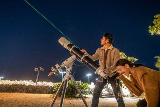 제주신라호텔은 제주도 지역에서만 볼 수 있는 '노인성(카노푸스)'을 관찰할 수 있는 '별자리 관측' 프로그램을 운영한다. /사진=제주신라호텔