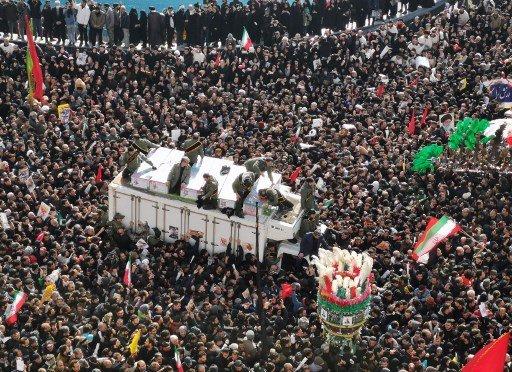 지난 6일 이란 테헤란에 솔레이마니 사령관의 죽음을 애도하기 위해 모인 군중/사진=AFP